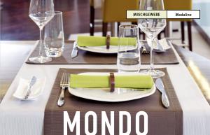 Bild: gedeckter Tisch mit Mondo-Tischdecke